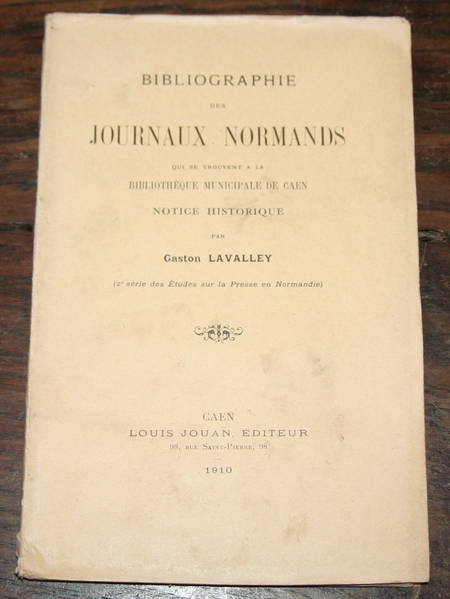 LAVALLEY (Gaston). Bibliographie des journaux normands qui se trouvent à la bibliothèque municipale de Caen. Notice historique, livre rare du XXe siècle