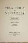 Vieux hôtels de Versailles 1953 - Lithos de R. Aubert - Signé par La Varende etc - Photo 2, livre rare du XXe siècle